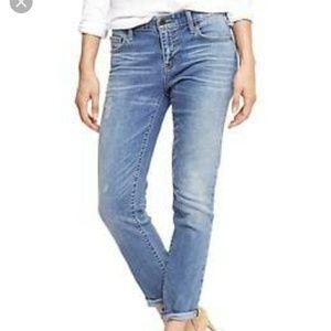 28R Gap Whiskered Light Wash Girlfriend Jeans